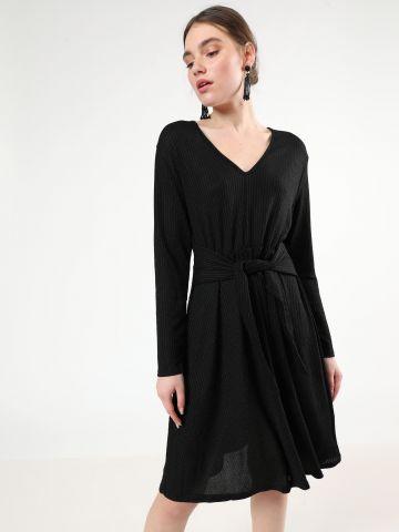 שמלת מידי ריב לורקס עם חגורת קשירה
