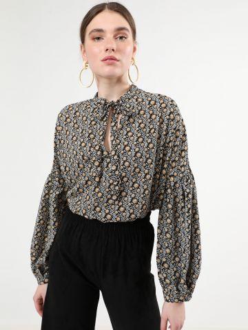 חולצה בהדפס חמניות עם צווארון קשירה