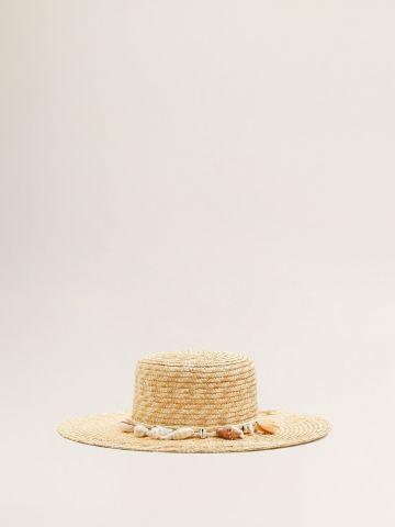 כובע קש בעיטור צדפים