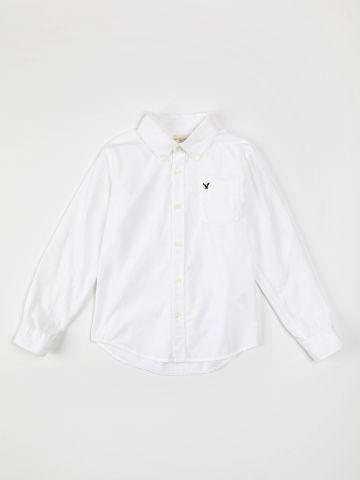 חולצה מכופתרת עם כיס לוגו / בנים