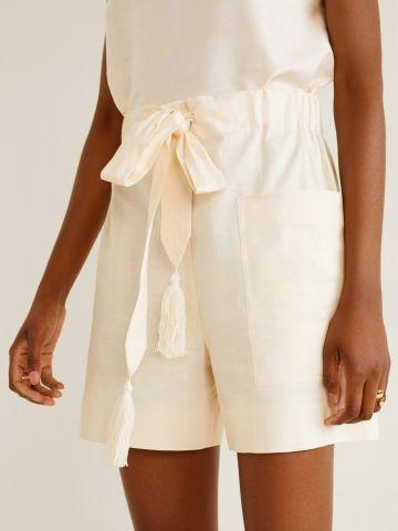 מכנסי פשתן קצרים עם חגורת קשירה