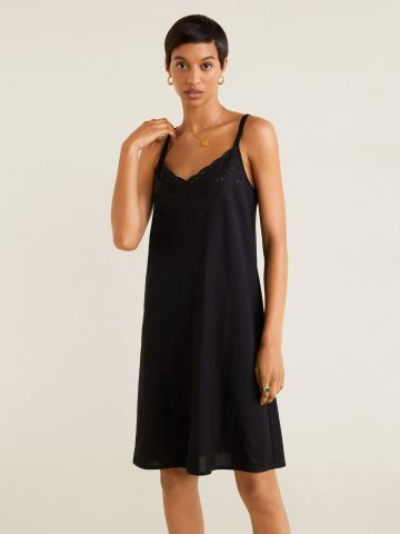 שמלת מיני עם עיטורי רקמה
