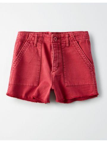 מכנסיים קצרים עם ווש וסיומת פרומה / נשים