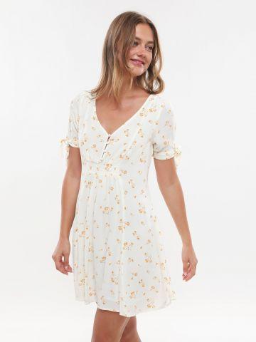 שמלת מיני בהדפס פרחים עם כפתורים