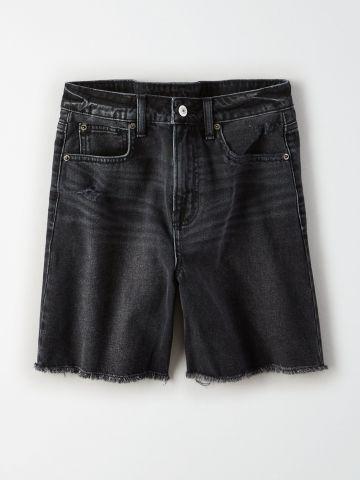 ג'ינס קצר בשטיפה כהה עם פרנזים / נשים