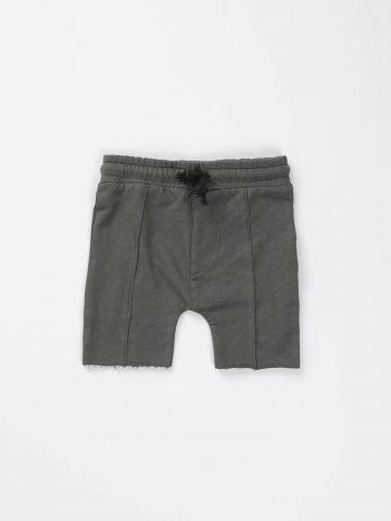 מכנסיים קצרים עם תפרים בולטים / בנים