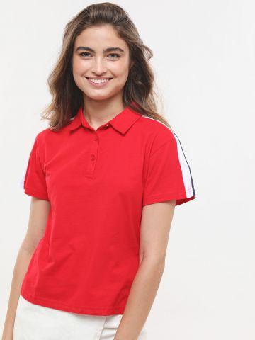 חולצת פולו עם סטריפ פסים בשרוולים