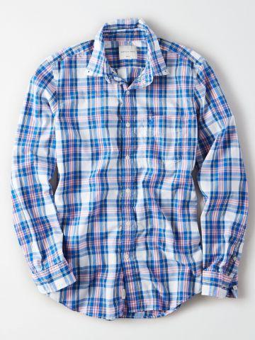 חולצה מכופתרת בהדפס משבצות עם כיס לוגו / גברים