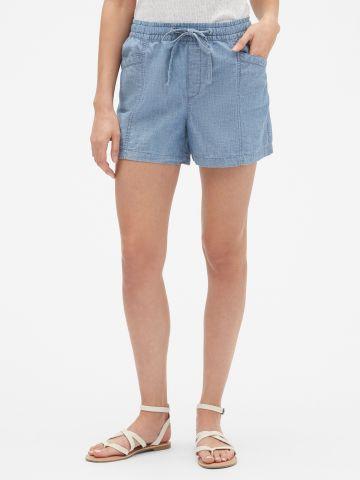 מכנסיים קצרים דמוי ג'ינס עם כיסים / נשים