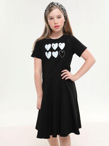 שמלת טי שירט עם הדפס לבבות