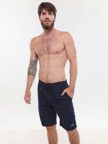 מכנסי גלישה עם הדפס לוגו