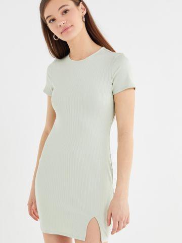 שמלת מיני ריב עם פתח בגב UO