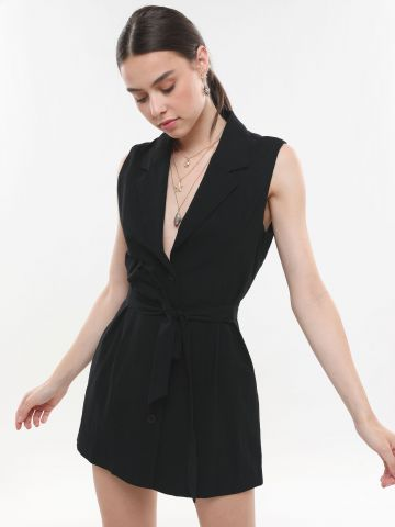 שמלת מיני עם כפתורים וחגורת קשירה