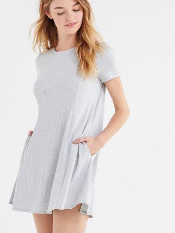 שמלת טי שירט מיני ריב  UO