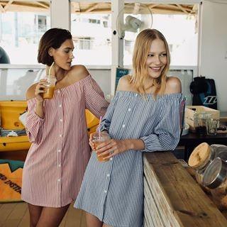 WE LOVE STRIPES AND ORANGE JUICE!  שמלות פסים אוף שולדרס: ❤️ #x080230013 💙 #x080230006